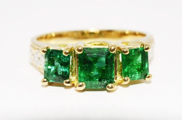 New ring in 18 kt yellow gold with emerald and diamond - Size 54. Resizable ring.