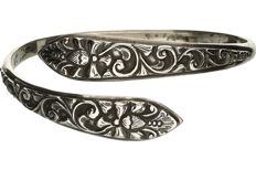 800/1000 silver tooled bracelet.  – Diameter: 71.4 mm