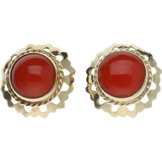 14 kt yellow gold earrings set with red coral.