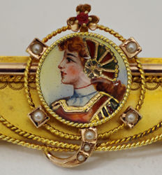 Brooch in gold and enamels 12 ct with enamels, Italy early 1900s