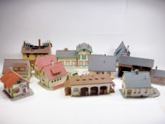 "Faller/Kibri/Pola/Vollmer H0 - various numbers - Lot of 11 ""village"" buildings, including a station"