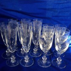 Saint Louis crystal, 7 Champagne flutes and 6 wine glasses in cut and engraved signed crystal.