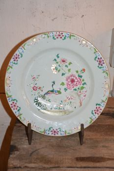 Large famille rose peacock plate Qianlong - China - 18th century