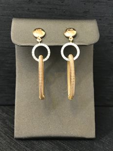 Long 18 kt/750 rose gold earrings with brilliant cut diamonds totalling 0.44 ct