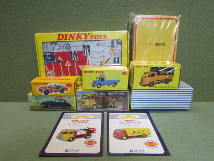 "Atlas-Dinky Toys - Scale 1/48 - Lot with 8 models: Triumph TR2 Sports No.111, Austin Covered wagon No.413, Guy Van ""Heinz"" No.920, Ford Camion Bache ""caberson"" No 25JJ, Plateau Brasseur Berliet No.588, Atlas Tin, Atlas Signs No.593 & Citroen DS 19 No.530"