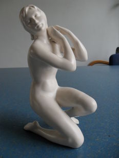 Flora - Sculpture of a nude woman