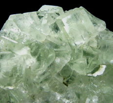 Very bright light green fluorite crystal cluster from China - 8 x 8 x 3,3 cm - 321 gm