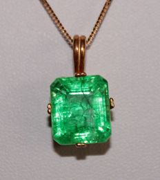 Silver Pendant with natural emerald of 8.72 ct (with certificate) - Length: 40.5 cm