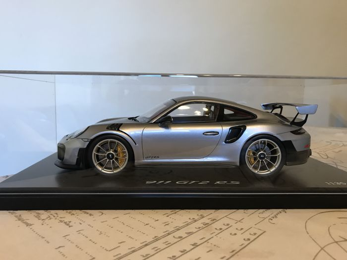 Spark - Scale 1/18 - Porsche 991 GT2 RS - Limited Edition of 1,911