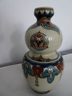 Rozenburg - Gourd shaped vase with floral decor