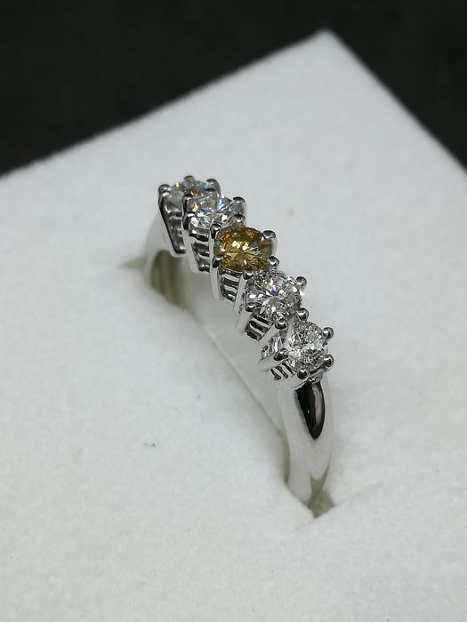 18 kt gold engagement ring with diamonds for 0.55 ct - Ring size: 13.5 (IT)