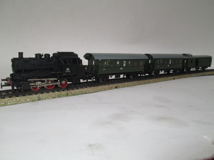 Märklin H0 - 3000/4002/4003 - Train set - BR 89 met 3 personenwagens - DB