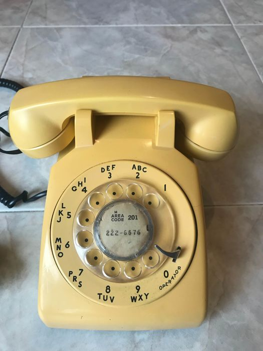 "Exceptional lot: Vintage yellow telephone, period 1960s/1970s, pop, owned by the American Company Bell System ""Western Electric"", headquarters ""New Jersey Bell"", perfectly working"