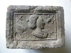 16th 17th century fireplace stone man's head to the right 12.5 x 9 x 8 cm