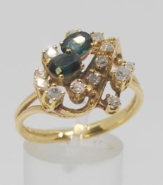 18 kt yellow gold ring- with 13 diamonds and 2 sapphires - Interior measurement: 20.05