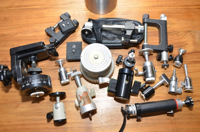 Lot of 12 tripod heads, including 11 with ball heads, three clamps with ball heads and a video tripod head (fluid effect)
