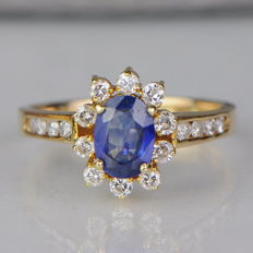 Ring with 1.5 ct sapphire and 0.4 ct diamonds - 14 kt yellow gold - no reserve price