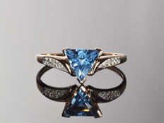 14 kt gold ring with topaz and diamonds Size: 58 (ø 18.5 mm)
