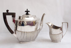 Silver Plated Teapot And Jug Walker & Hall, Elkington & Co - Late 19th Century