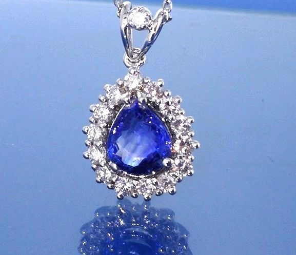 Necklace with beautiful sapphire of 1.80 ct & 15 diamonds with a total of 0.60 ct # Accompanied by jewellery certificate