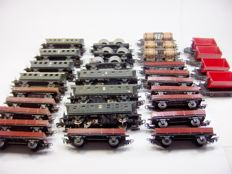Märklin H0 - Lot of 30 passenger and freight wagons for use, restoration or parts