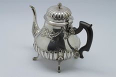 France - Superb sterling silver teapot with ovoid shape, massif silversmith LAPAR - Minerva's head 1st grade