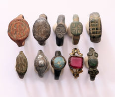 Collection of Medieval Bronze Rings for Children - 15 x 15 mm (10)