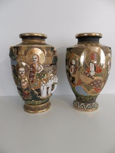 Pair of large moriage Satsuma vases - Left marked 'Shinzan' and Right marked 'Maruni & Co'  - Japan - ca. 1920s