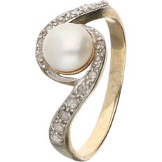 14 kt – Yellow gold ring set with a pearl and 16 rose cut diamonds with a total of approx. 0.08 ct - Ring size: 17.25 mm