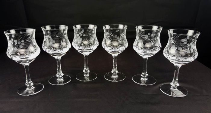 Set of wonderful, lead crystal glasses, finely cut and engraved by hand - France circa 1930