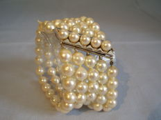 Magnificent, valuable 5-row Akoya pearl bracelet with 14 kt white gold clasp