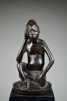 Male seated figure  - KUBA - Democratic Republic of Congo