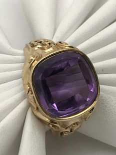 Beautiful amethyst solitaire signet ring, square, rounded corners, made of 585/14 kt yellow gold, size 55, floral pattern