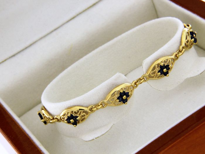 18 kt yellow gold bracelet with sapphires and diamonds - Measurements: length 18.5 cm - width 9.5 mm.