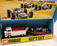 Corgi Toys - Schaal 1/48 - Volkswagen Breakdown Truck with Trailer and Cooper-Maserati F/1 Giftset No.6 Racing Set