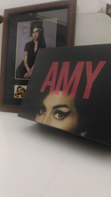 Amy Winehouse / Amy (2015) Collector's Edition Box Set (Blu-ray + DVD + Copie digitale + Goodies) + Stunning Photo A4 Signed (printed) autograph Framed