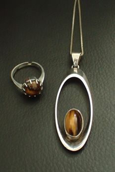 N.E. From Denmark - Vintage modern pendant with a tiger's eye and silver design ring, maker's mark A K set with a tiger's eye.