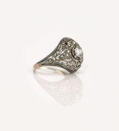 Gold 18 kt cocktail ring, open work front with platinum views and diamonds, Art Nouveau, ca. 1910.