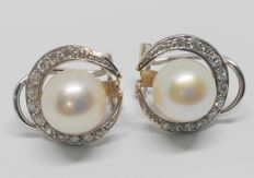 Earrings in 18 kt yellow gold - 26 diamonds and cultured pearls - 14 mm