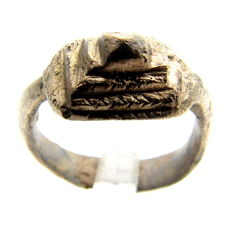 Ancient Roman Bronze Ring with Pyramid Knobbed Bezel- WEARABLE GIFT WITH GIFT BAG -  17mm