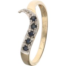 14 kt - Yellow gold wavy ring set with 5 brilliant cut diamonds, in a white gold setting - Ring size: 18 mm