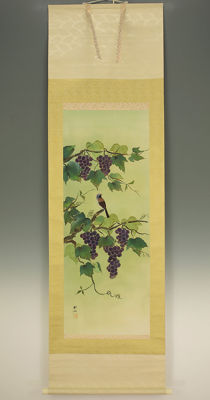 "Handpainted watercolors on silk scroll - signed 'Koseki' 耕石 - ""Jay Bird on Grapevine"" - Japan - Mid 20th century"