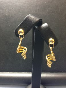 18 kt yellow gold dangle earrings