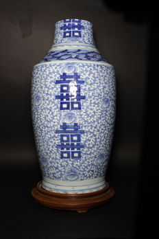 Large blue and white vase with a wooden stand - China - late 19th century