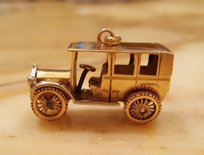18 kt gold vintage car miniature