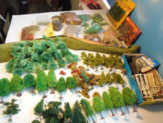 Scenery N - package with many trees, litter, flakes, roads, fences, etc.