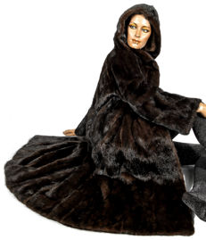 Trendy fur coat with hood Parka look Scandinavian mink mink coat Saga mink fur coffee brown
