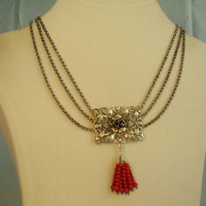 Antique 3-row necklace with rose flowers and a red 10-strand coral tassel of approx. 6 ct