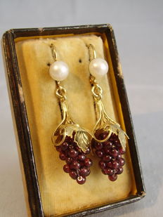 Earrings with white genuine pearls and garnet grapes weighing 17 ct in total