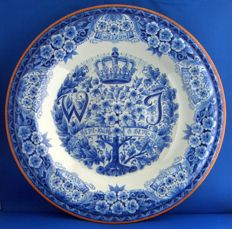 Porceleyne Fles - Royal Delft - Commemorative plate to celebrate the inauguration of Juliana and the abdication of Wilhelmina